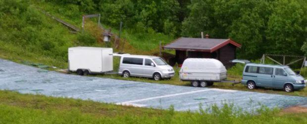 Tromsø Hoppklubb har vært i Bardu for å hente plast fra Mobakken til bruk i vårt anlegg i Grønåsen.